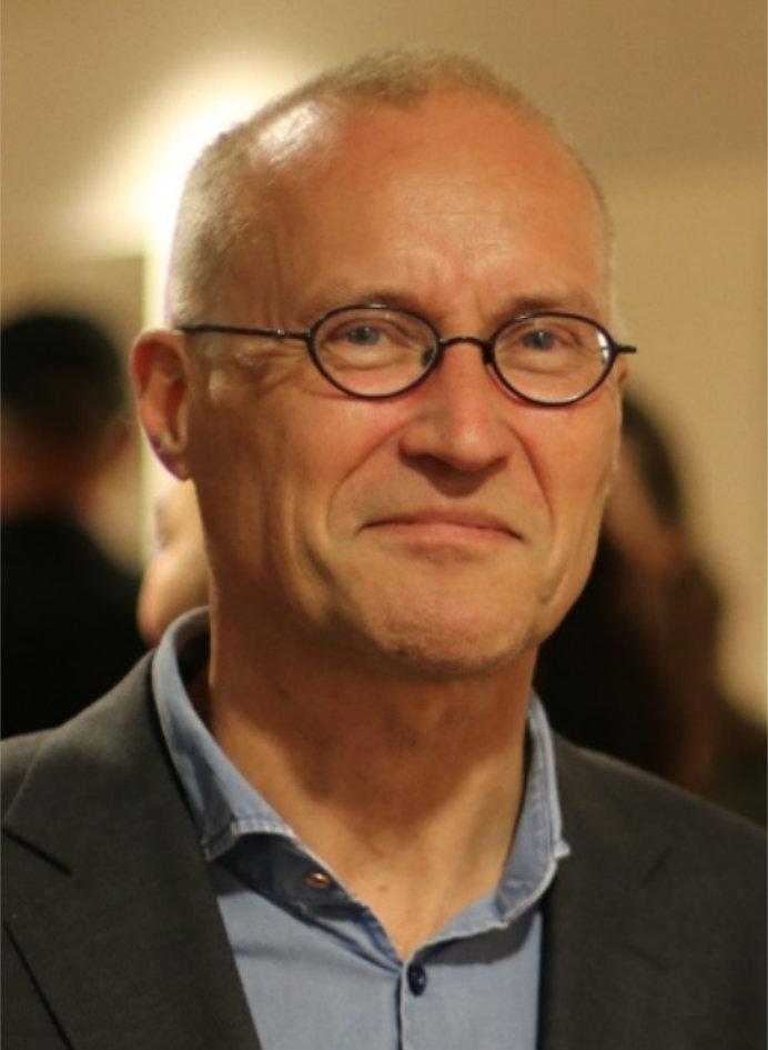 Jaap Lampe geridderd bij afscheid van Philharmonie en Stadsschouwburg Haarlem