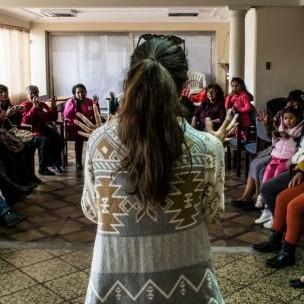 Nicole Szucs addresses a group of women at the Food Change Lab in La Paz, Bolivia (Photo: Hivos)