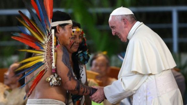 Pope Francis met with indigenous leaders, including Yesica Patiachi who is from the Harakbut people, one of the three main ethnic groups in the Madre de Dios region (Photo: Presidencia Perú, Creative Commons via Flickr)