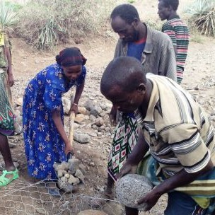 Enhancing resilience through adaptation: Community Managed Disaster Risk Reduction committee members undertake flood prevention work in Ethiopia (Photo: USAID, Creative Commons via Flickr)