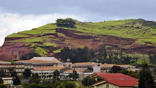Cutting down trees, especially for livestock grazing, can lead to soil erosion, as seen on this hillside outside Addis Ababa (Photo: Aaron Minnick/WRI, Creative Commons via Flickr)