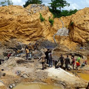 Licensed diamond miners (tributers) work on Great Consolidated Diamond Ghana Limited's large-scale concession in Akwatia, Eastern Region, Ghana. (Photo: James McQuilken/@J_McQuilken)