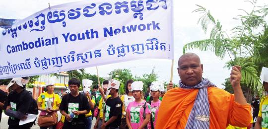 Phnom Penh: activists, students, monks and community members deliver a petition to Cambodia's National Assembly calling for increased protection for the country's natural resources (Photo: Luon Sovath, Creative Commons via Flickr)