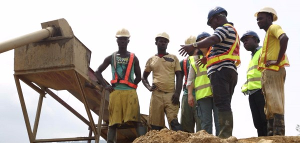 Kwaku Eric Gyamera speaking to colleagues at Goldbank Resources in Ghana's eastern region. (Photo: Kwesi Annim)