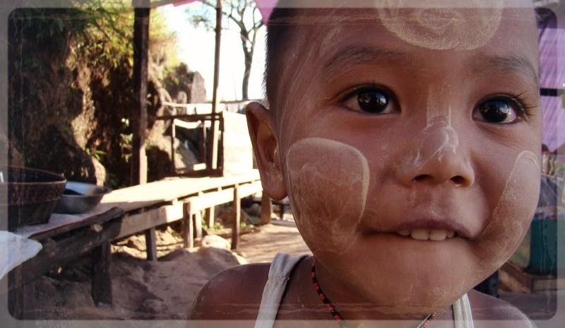 jongen in Myanmar