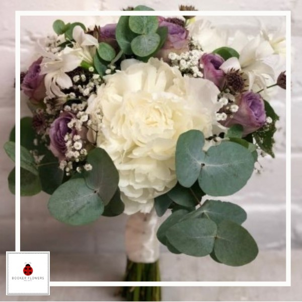 Lilac roses and white peony wedding