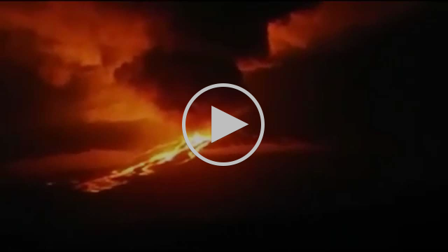 5/26/2015 -- Wolf Volcano South America (Galapagos) Eruption seen from aircraft
