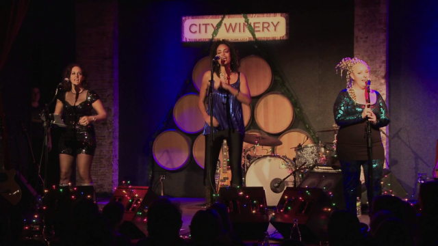 BETTY perform Rise at the City Winery, NYC
